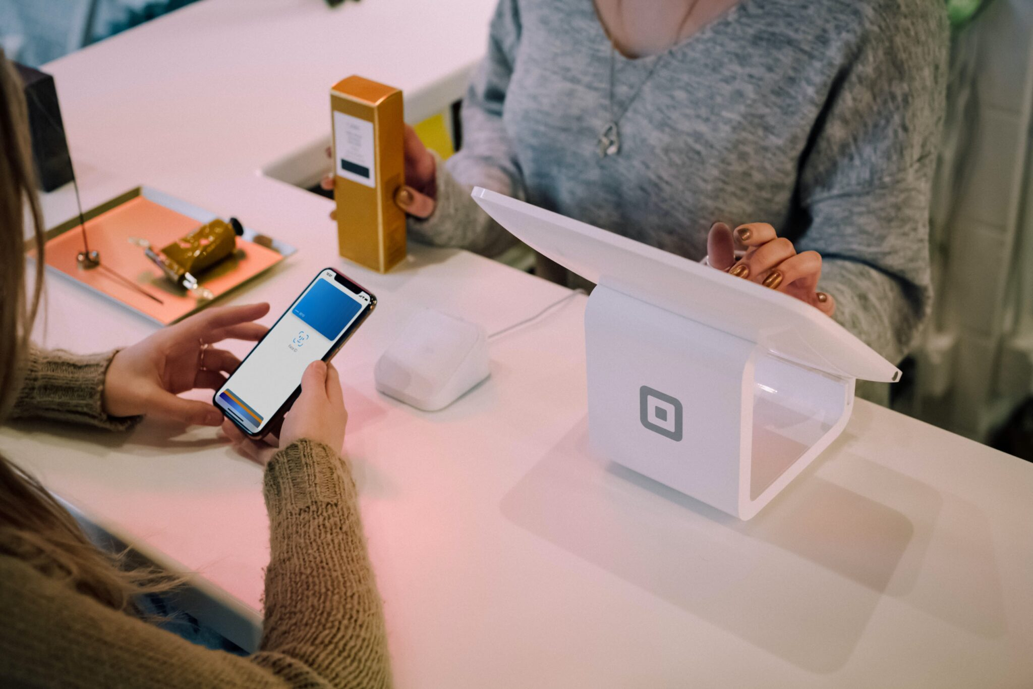"""Neuer Goldstandard im Payment: Kombination """"Anmelden mit Apple"""" und """"Apple Pay"""""""